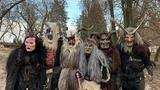 Průvod 100 KRAMPUS čertů v zámeckém parku Dětenice