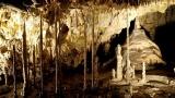 V jeskyních se může konat muzikál i plavat otužilci