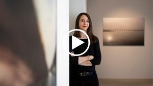 Nadia Rovderová vás ve videoprohlídce provede svou výstavou Fotofatal 1999–2020