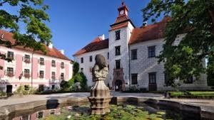TŘEBOŇ: koncert na nádvoří zámku VÁCLAV NECKÁŘ a BACILY