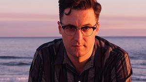Sytě modrá nostalgie, americký písničkář Nick Waterhouse vystoupí v Praze