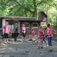 V zoo začal příměstský tábor, děti se v roli brigádníků seznamují s chodem zoo