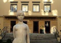 Kino 64 U Hradeb v Mostecké ulici v Praze 1 ožívá, má naději na znovuotevření