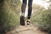 Dámské sportovní sandály jako ideální letní obuv. Podle čeho je vybírat?
