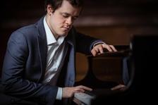 SOČR: Benjamin Grosvenor hraje Brittena