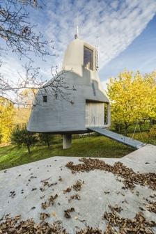 Galerie Jaroslava Fragnera připravila rozsáhlý projekt mapující jedno století architektonického dialogu mezi Japonskem a Českou republikou