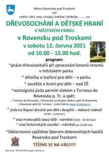 Dřevosochání a dětské hraní v Rovensku pod Troskami v Českém ráji