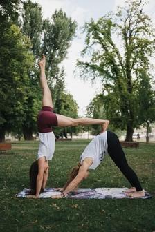 Hoďte se do pohody s jógou v Centru Černý Most